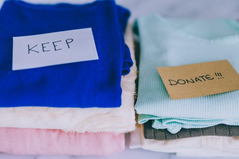 How to De Clutter Your Living Room & Bedroom
